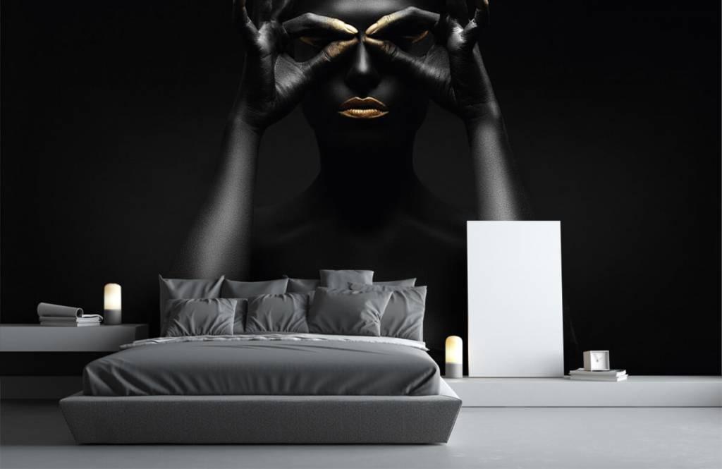 Portetten und Gesichter - schwarz geschminkte Frau - Wohnzimmer 1