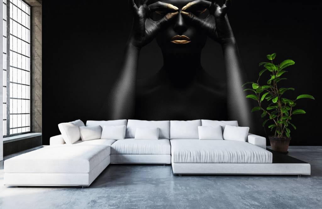 Portetten und Gesichter - schwarz geschminkte Frau - Wohnzimmer 4