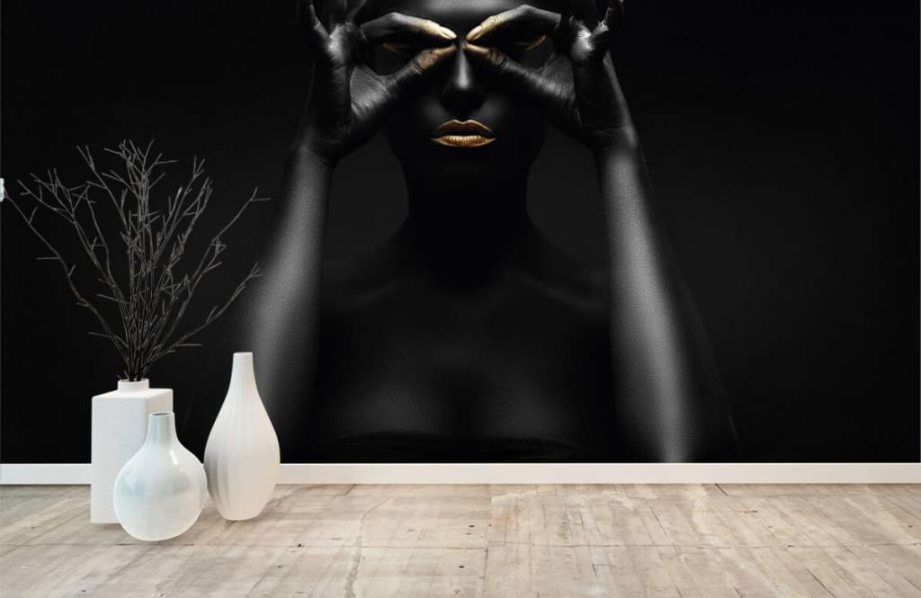 Portetten und Gesichter - schwarz geschminkte Frau - Wohnzimmer 7