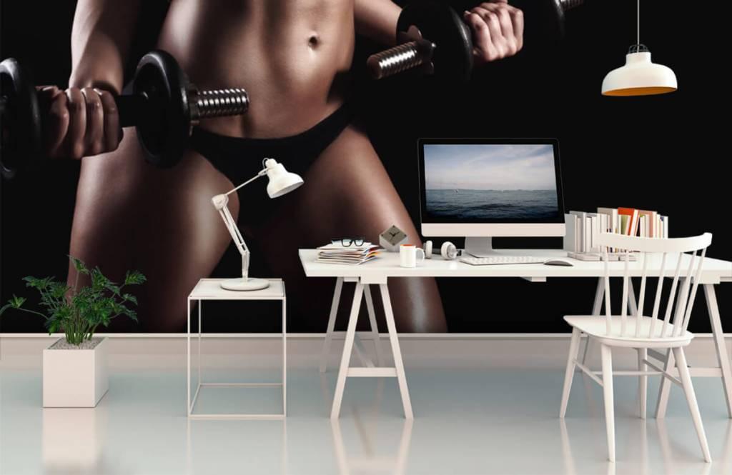 Sport & Fitness - Frau mit Bauchmuskeln - Garage 2