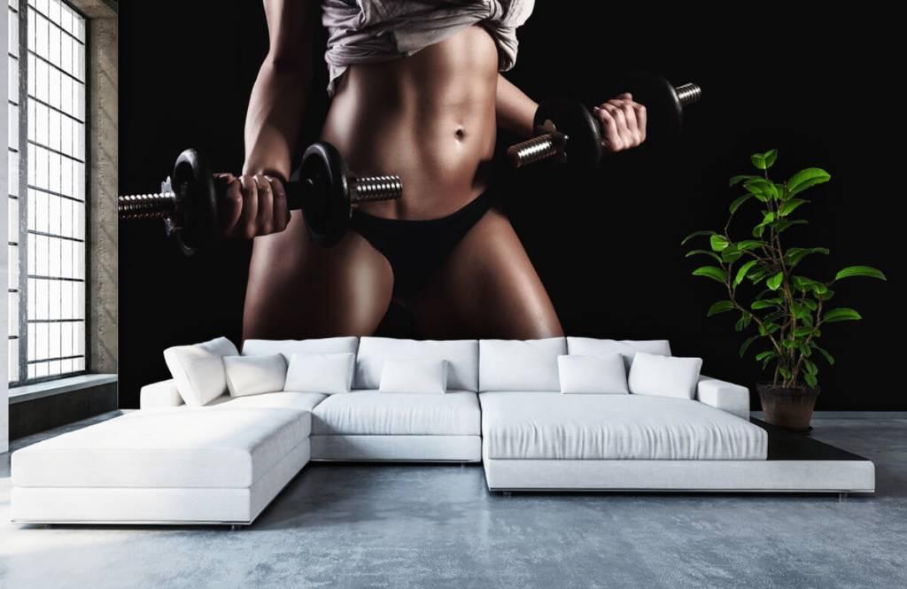 Sport & Fitness - Frau mit Bauchmuskeln - Garage 3