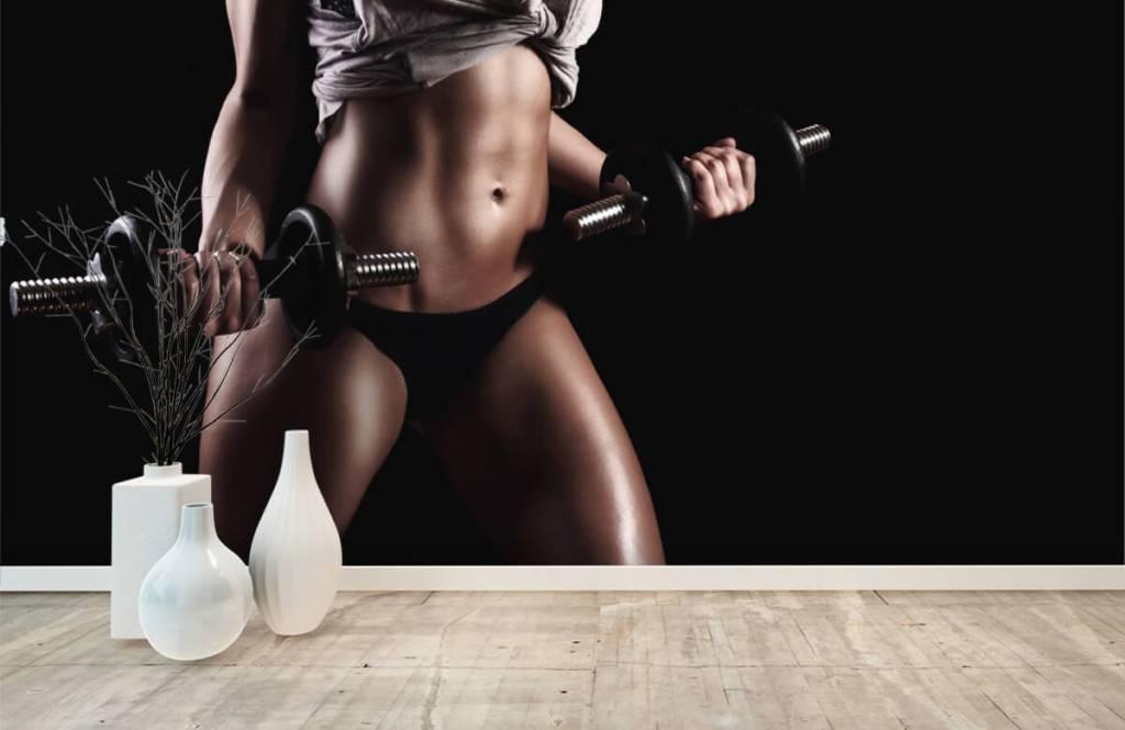 Sport & Fitness - Frau mit Bauchmuskeln - Garage 7